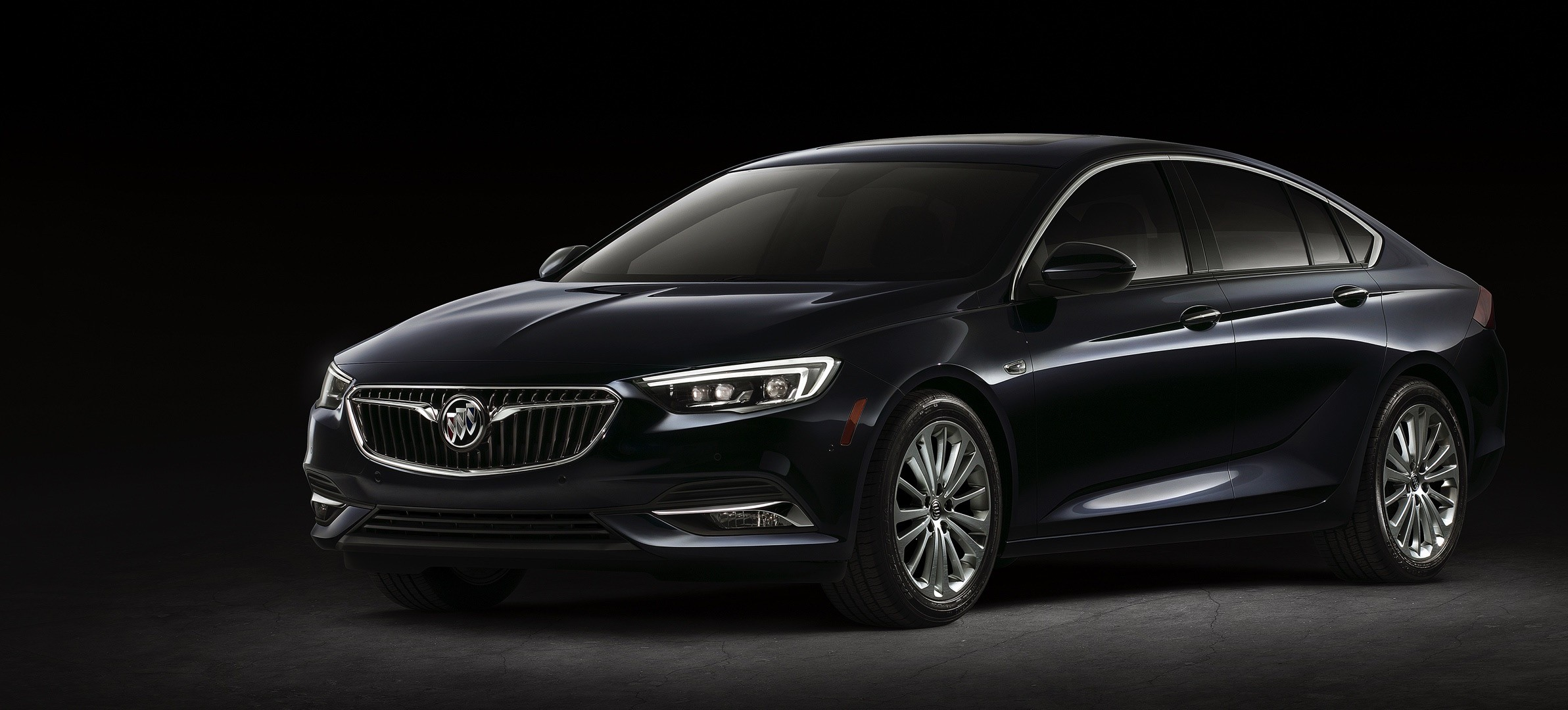 motor and trend regal cars reviews front quarter three price rating buick