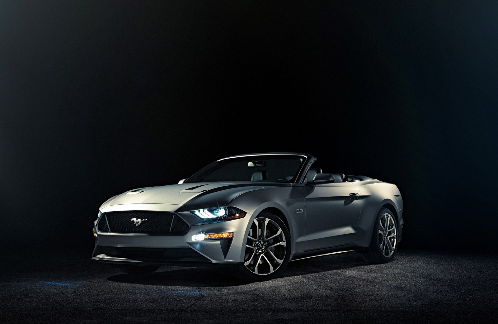 2018 Ford Mustang Convertible Presents Itself With the Top Down ...