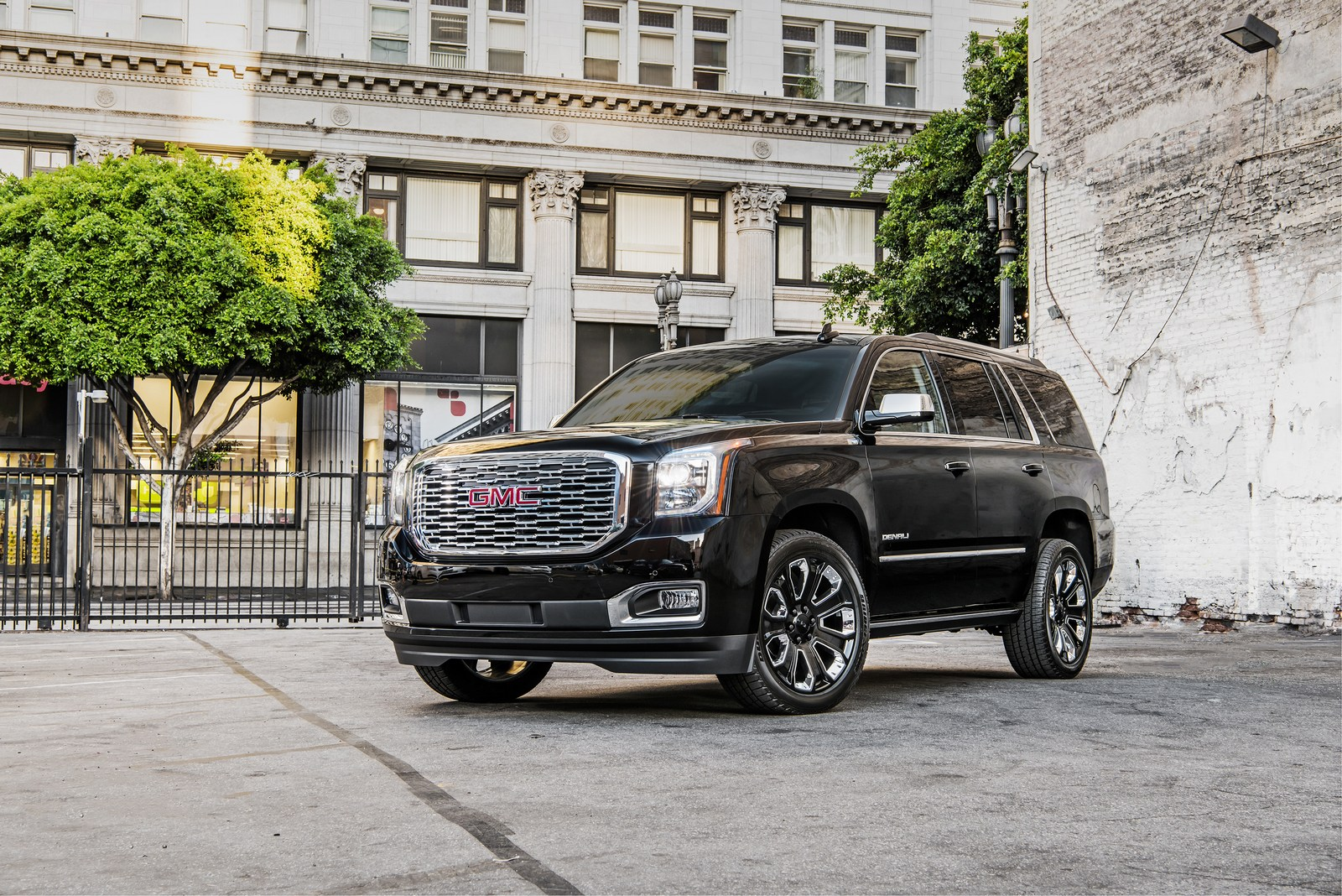 2018 GMC Yukon Denali Introduces Ultimate Black Edition In ...