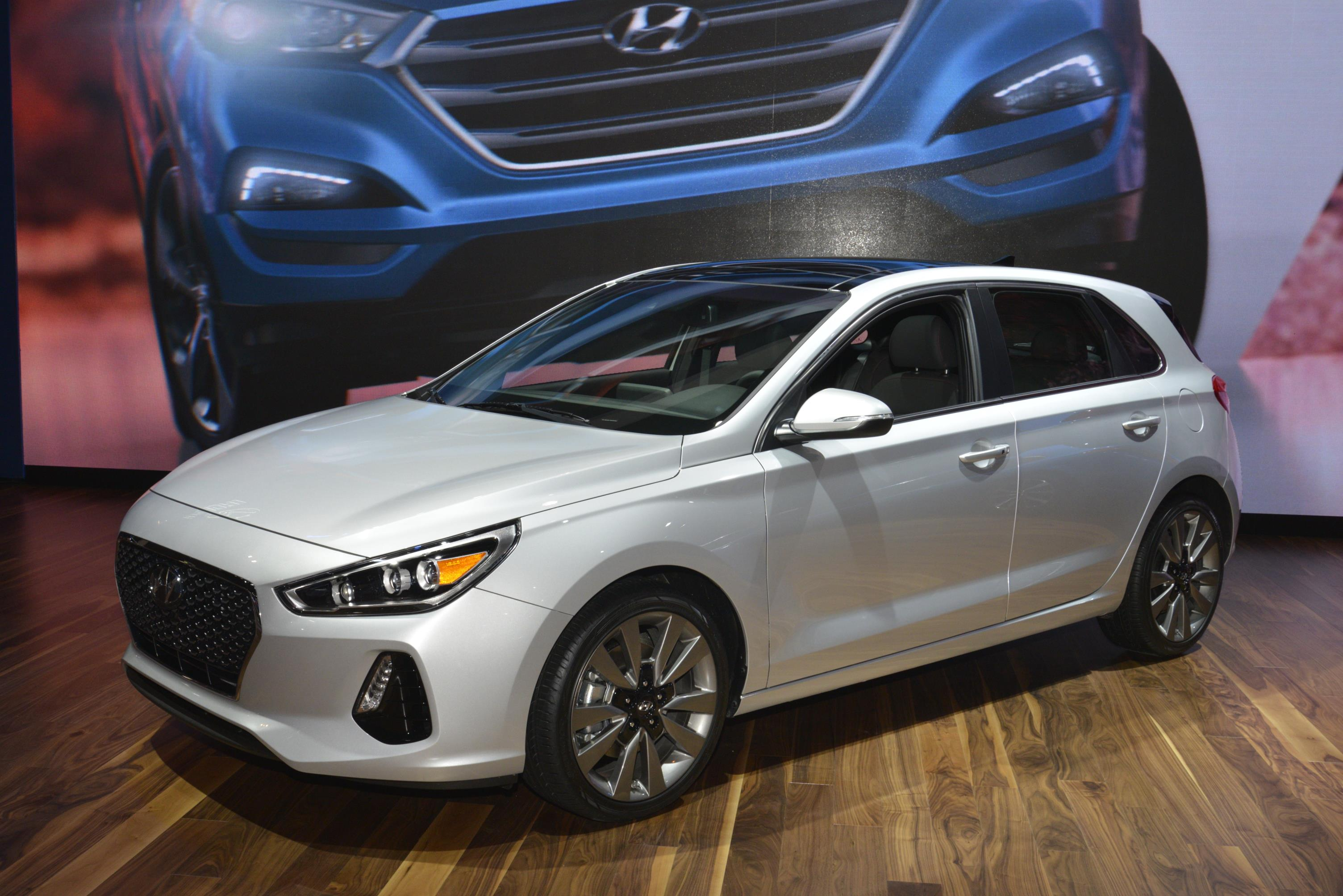 Hyundai Chose To Unveil The 2018 Elantra Gt 13 Photos