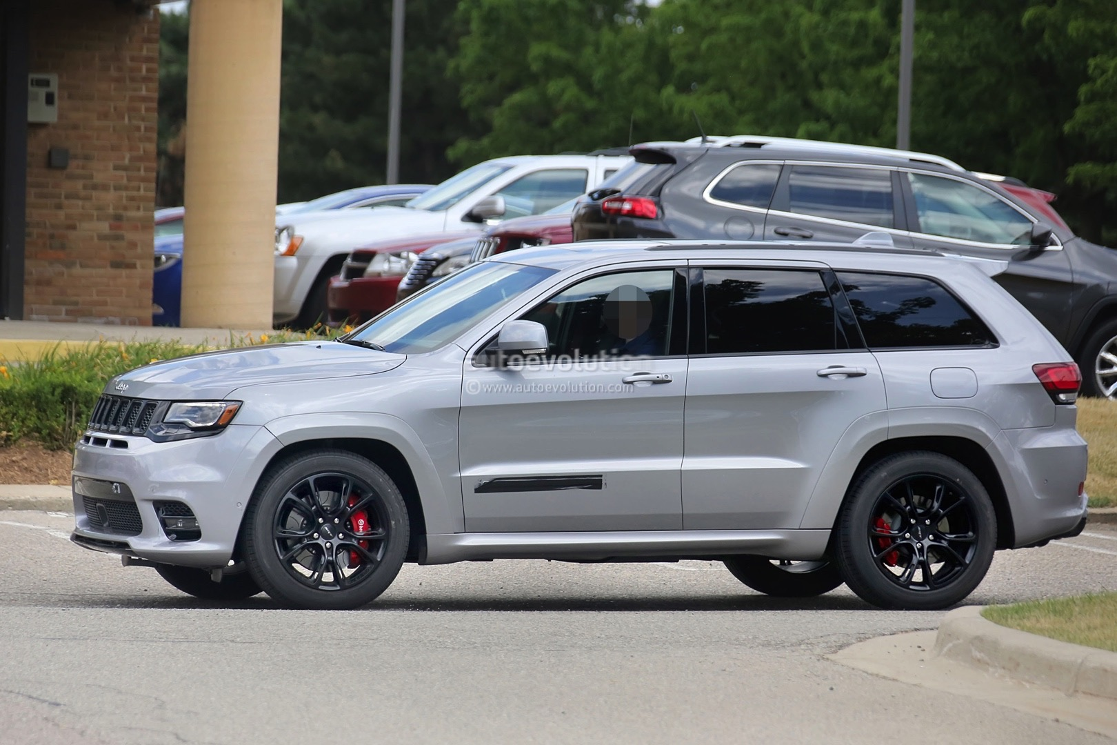 2018 Jeep Grand Cherokee Trackhawk Spied Looks Ready To
