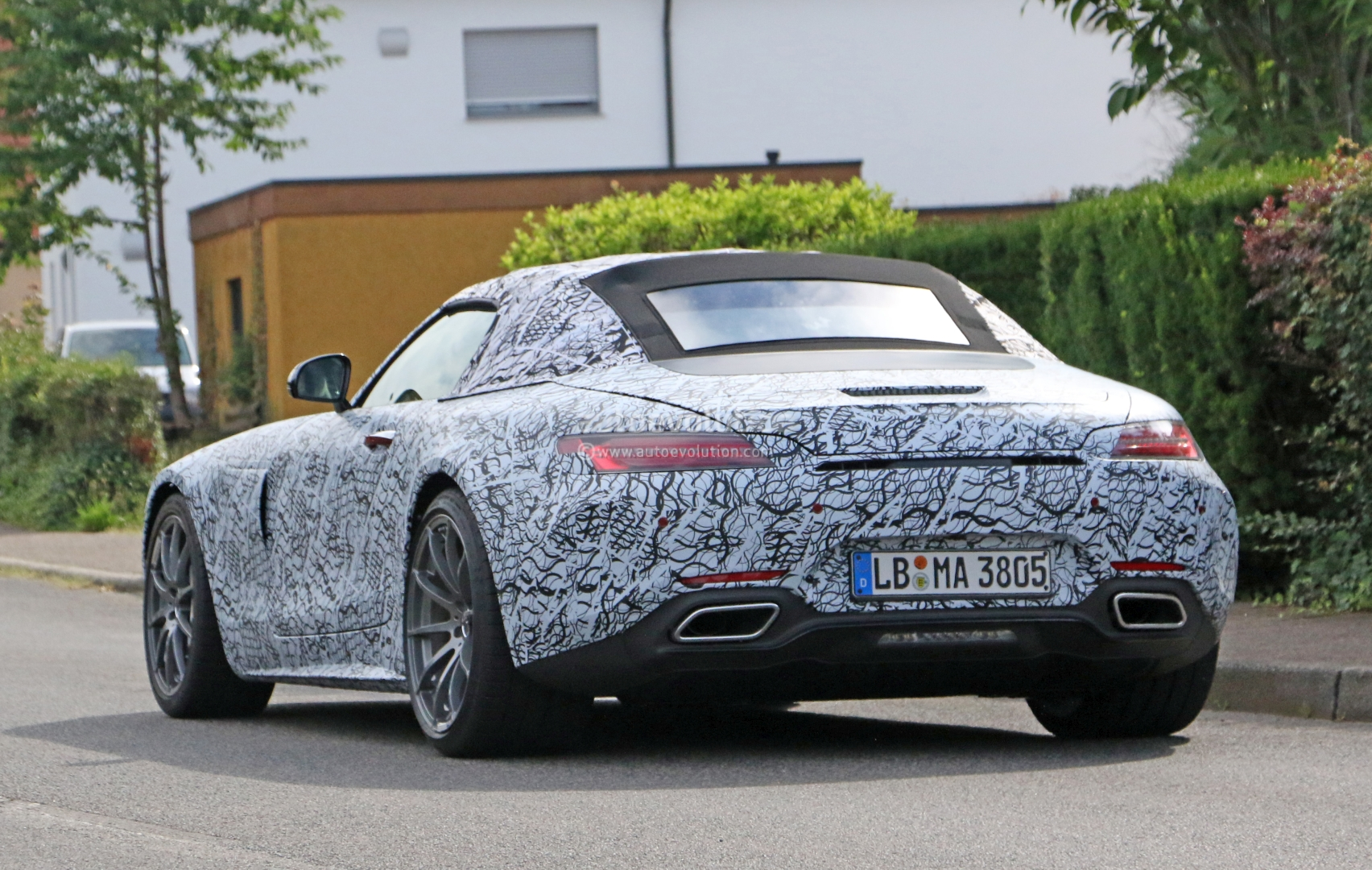 2018 mercedes amg gt c roadster shows its soft top in new spyshots autoevolution. Black Bedroom Furniture Sets. Home Design Ideas