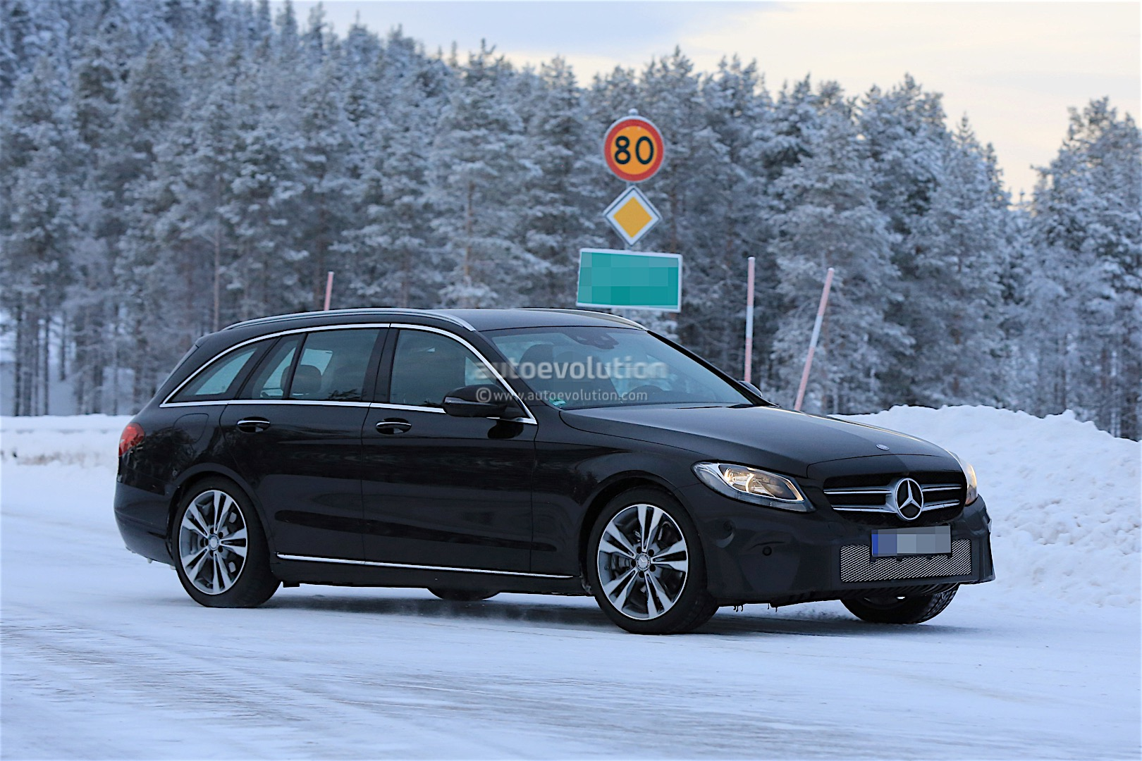 2018 mercedes benz c class facelift spied reveals more of. Black Bedroom Furniture Sets. Home Design Ideas