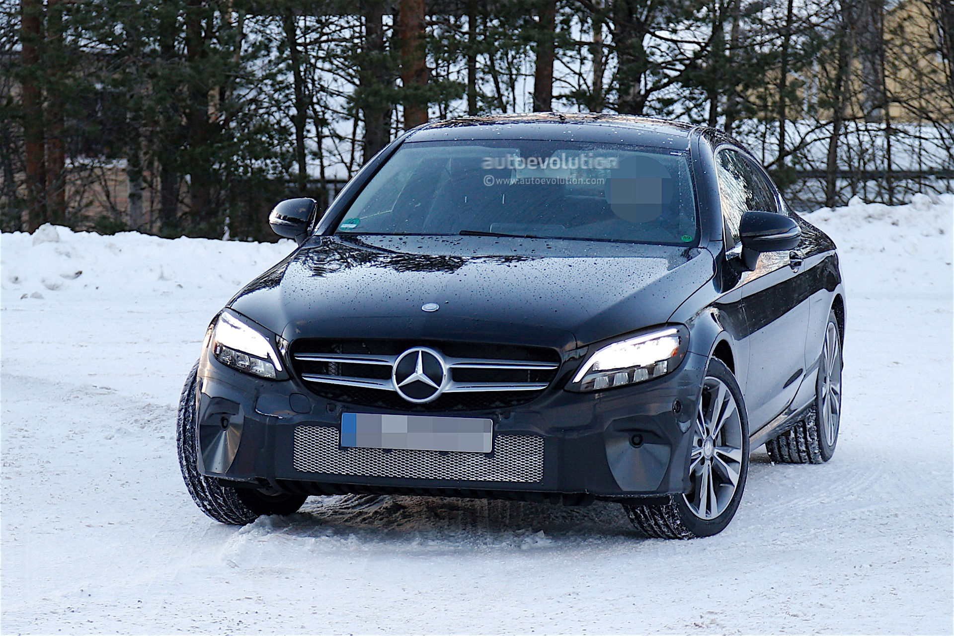 2018 Mercedes Benz C Coupe Facelift Spied With Minimal Camouflage Autoevolution