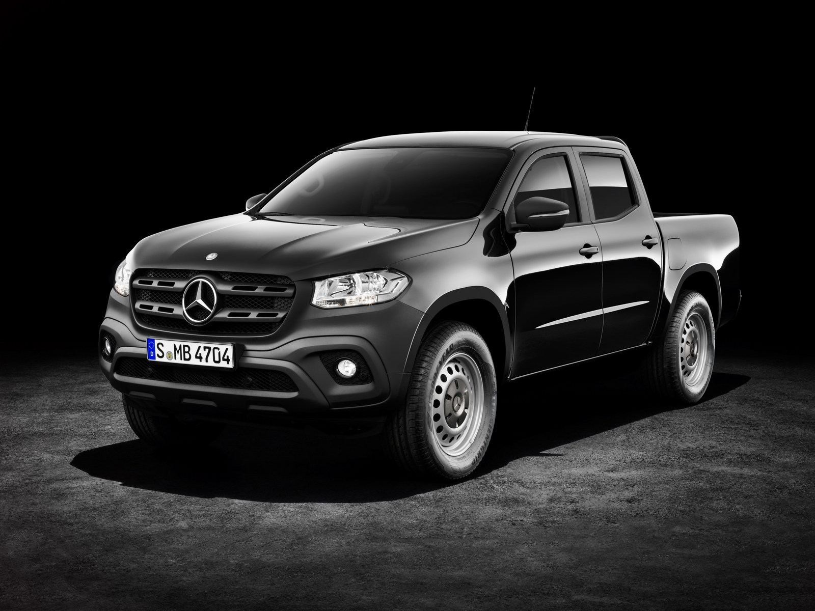 2018 mercedes benz x class can be had with steelies and a for Mercedes benz manuals