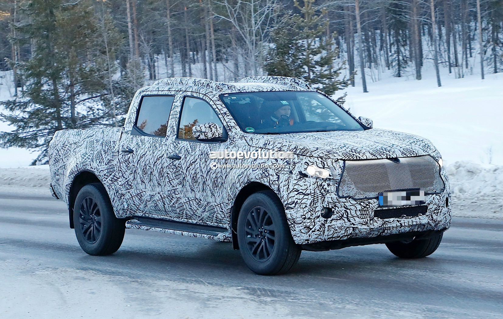 2018 mercedes benz x class pickup begins testing with production body autoevolution. Black Bedroom Furniture Sets. Home Design Ideas