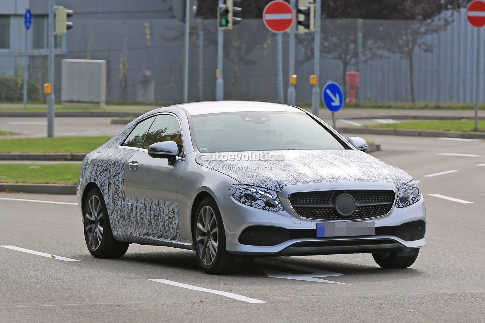 2018 Mercedes E Class Coupe Front Fascia Revealed By Light