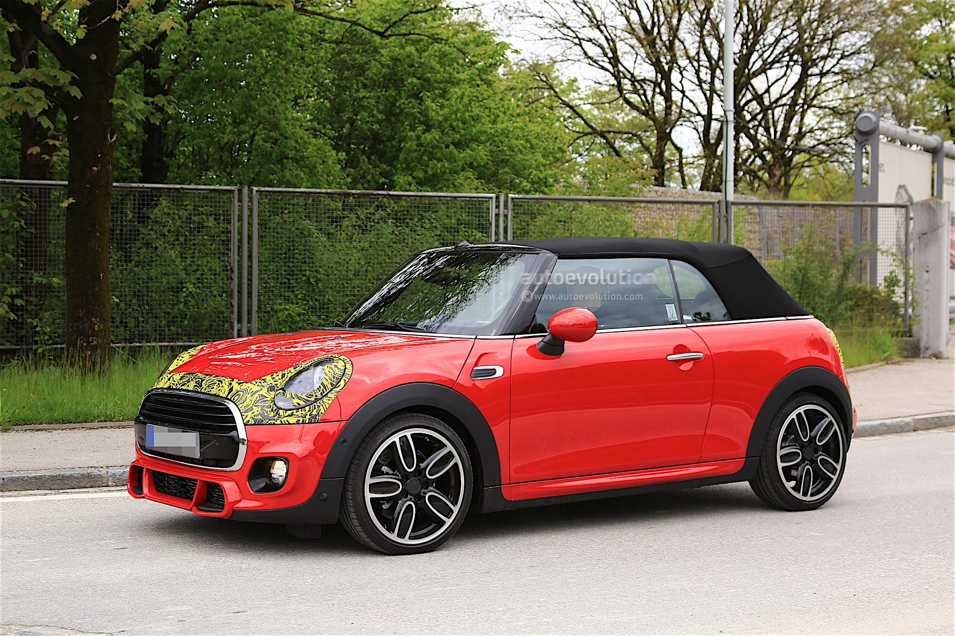 2018 mini cabrio and cooper s facelift spied in germany. Black Bedroom Furniture Sets. Home Design Ideas