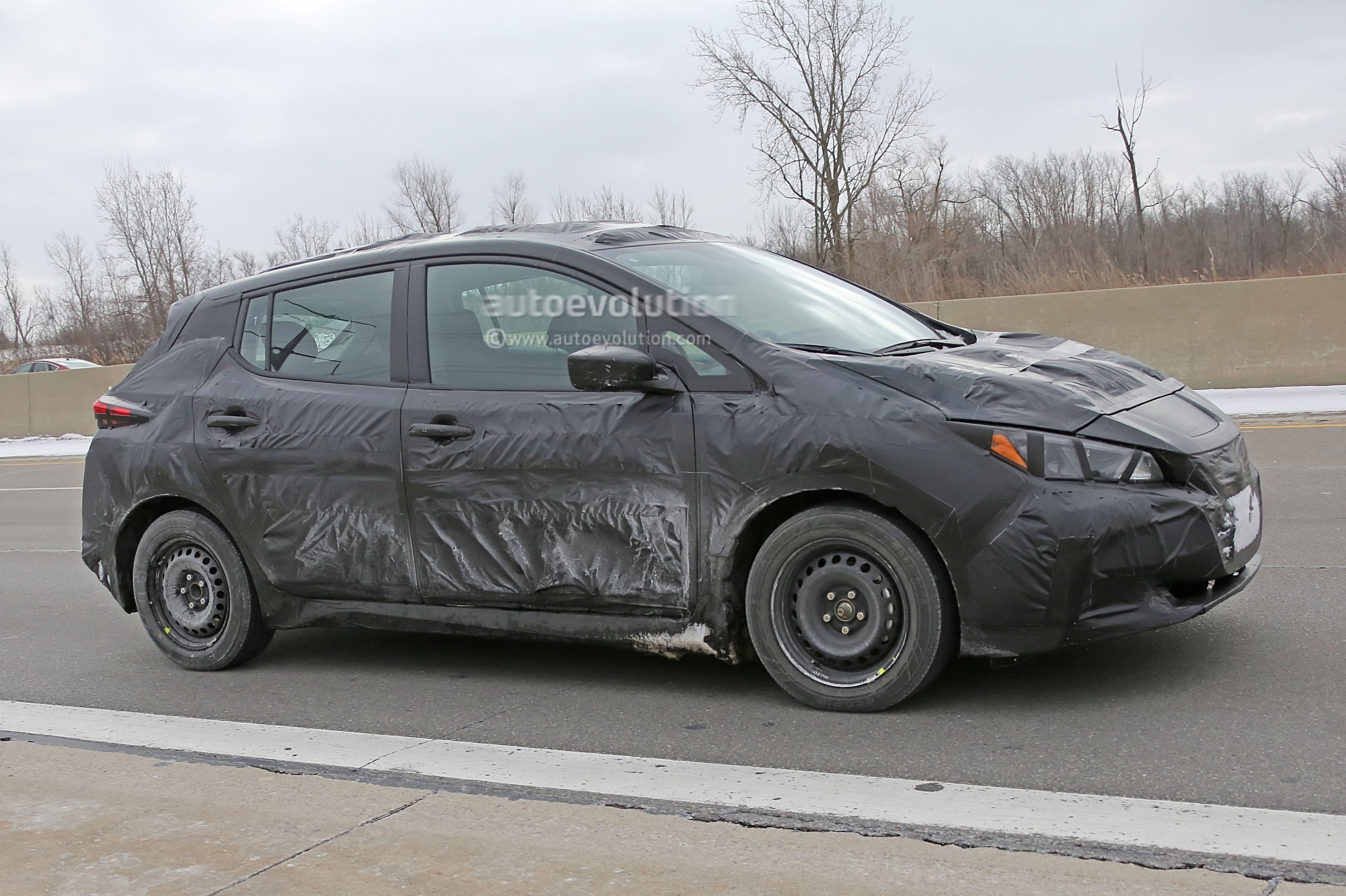 2018 nissan leaf spied it 39 s more car like than the first generation autoevolution. Black Bedroom Furniture Sets. Home Design Ideas