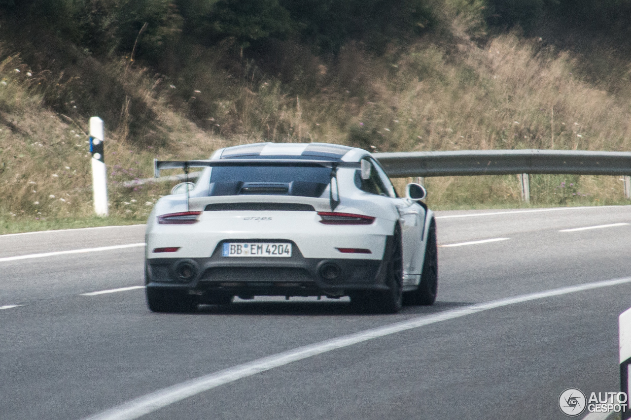 2018 porsche 911 gt2 rs spotted at the nurburgring lap record rumored again. Black Bedroom Furniture Sets. Home Design Ideas