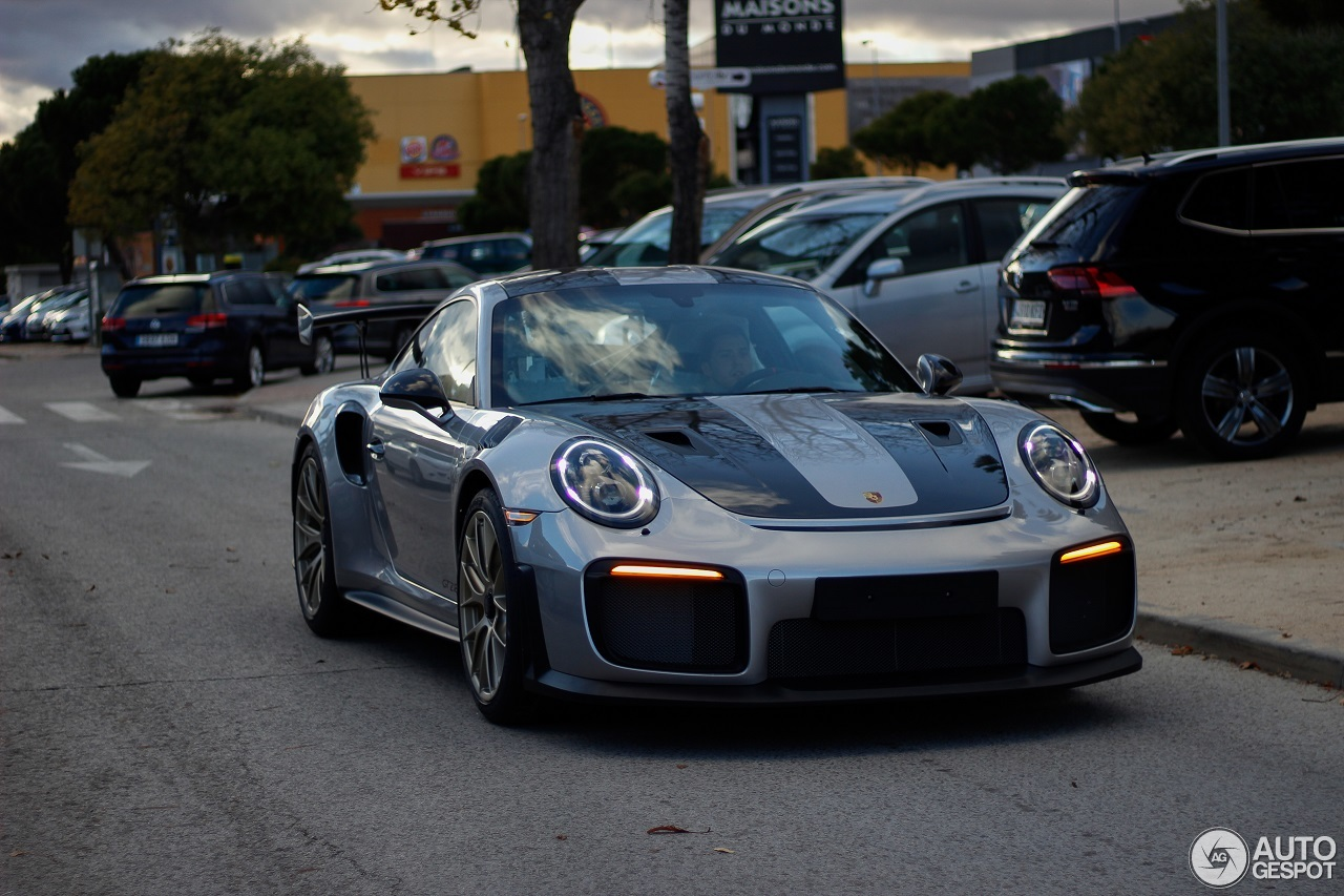 2018 porsche 911 gt2 rs spotted on spanish streets is a showstopper autoevolution. Black Bedroom Furniture Sets. Home Design Ideas