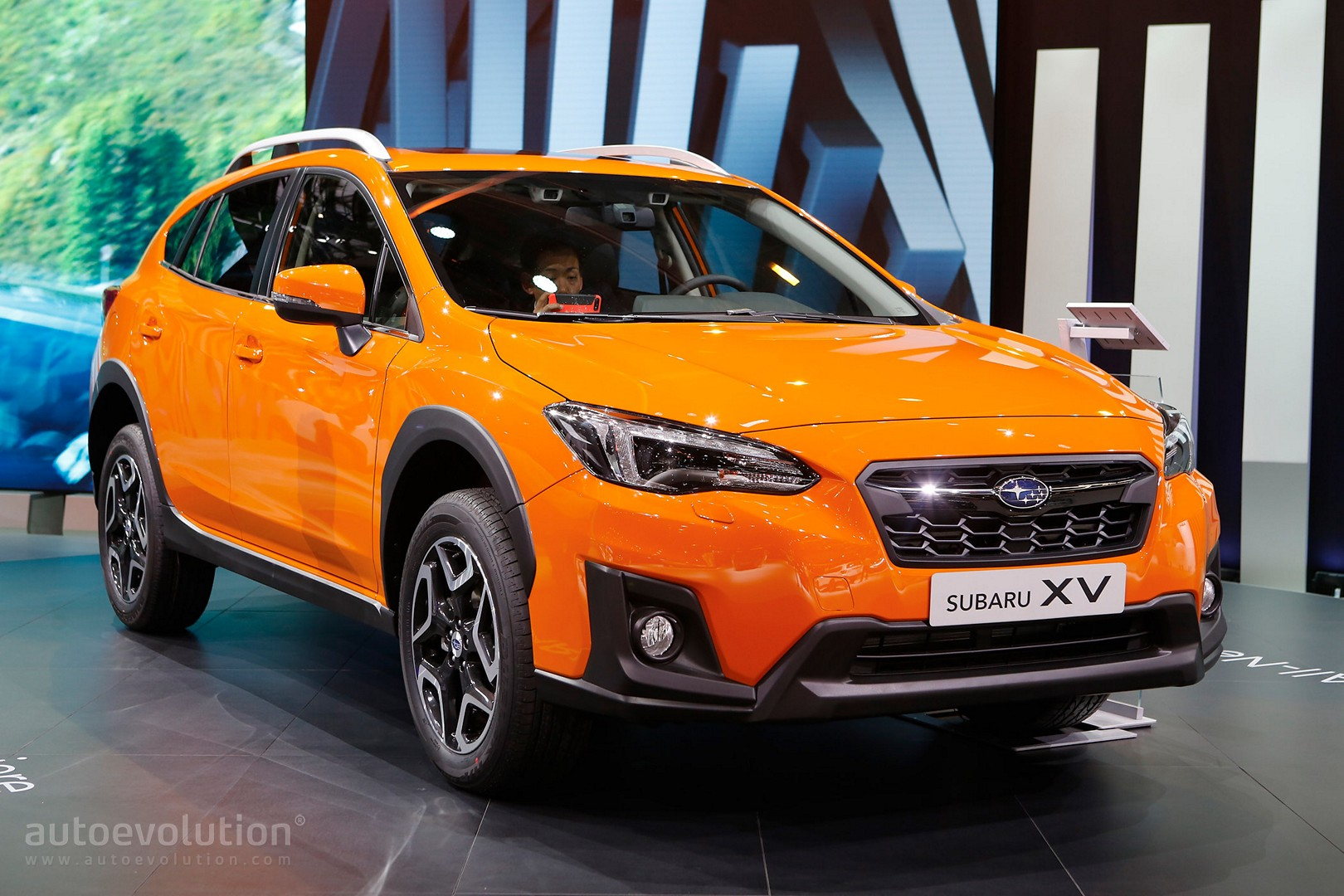 2018 subaru xv debuts in geneva as impreza 39 s rugged brother autoevolution. Black Bedroom Furniture Sets. Home Design Ideas