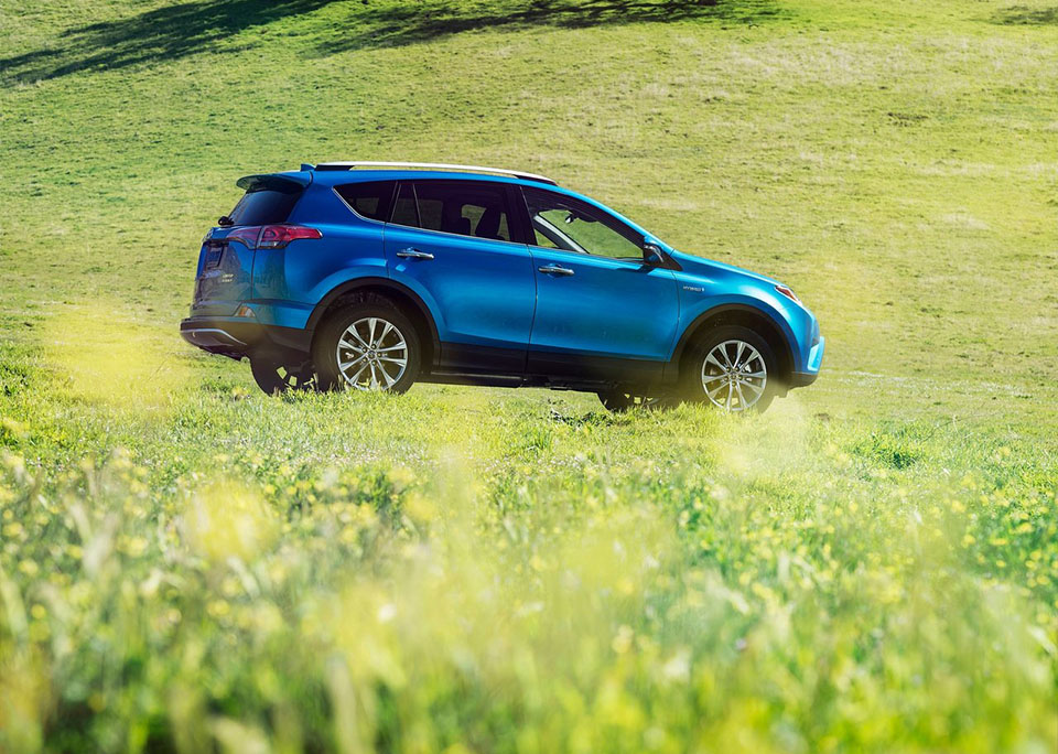 2018 Toyota RAV4 Hybrid Gets Affordable Sub-$30k New Entry ...