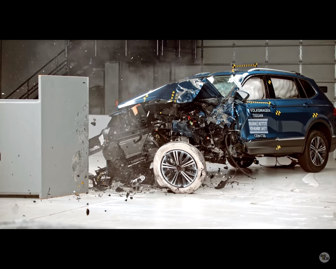 2018 volkswagen tiguan aces iihs crash tests despite bad headlight performance autoevolution. Black Bedroom Furniture Sets. Home Design Ideas