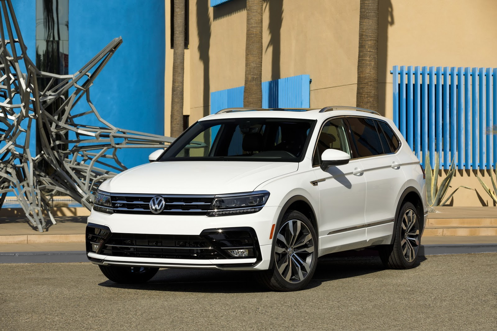 2018 volkswagen tiguan gets r line body kit in america. Black Bedroom Furniture Sets. Home Design Ideas