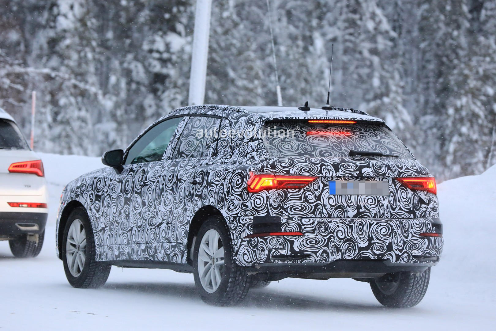 2019 audi q3 spied with new taillights looks tiguan like for Quando esce la nuova audi q3 2018