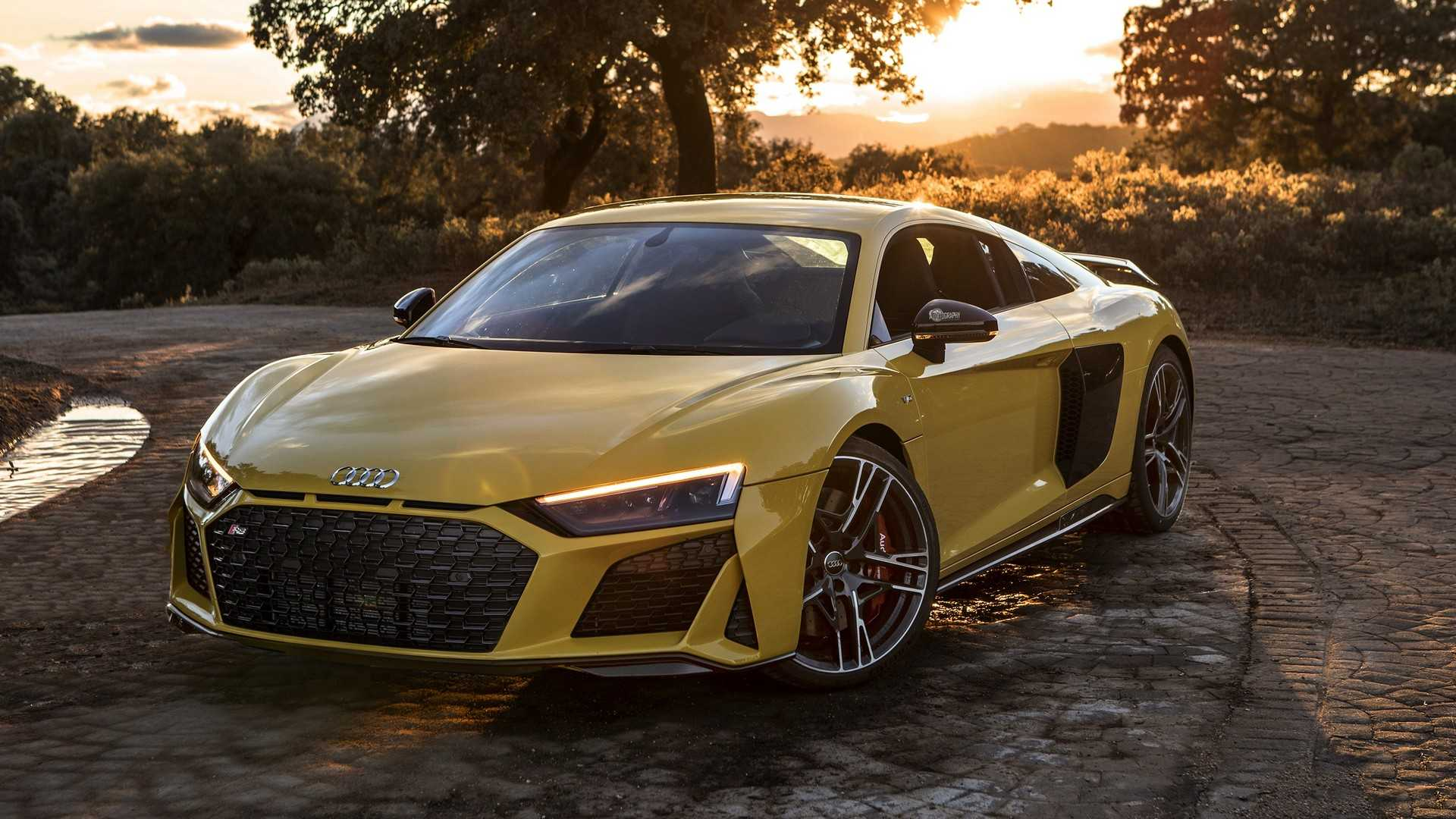 2019 audi r8 v10 performance looks brutal in yellow. Black Bedroom Furniture Sets. Home Design Ideas