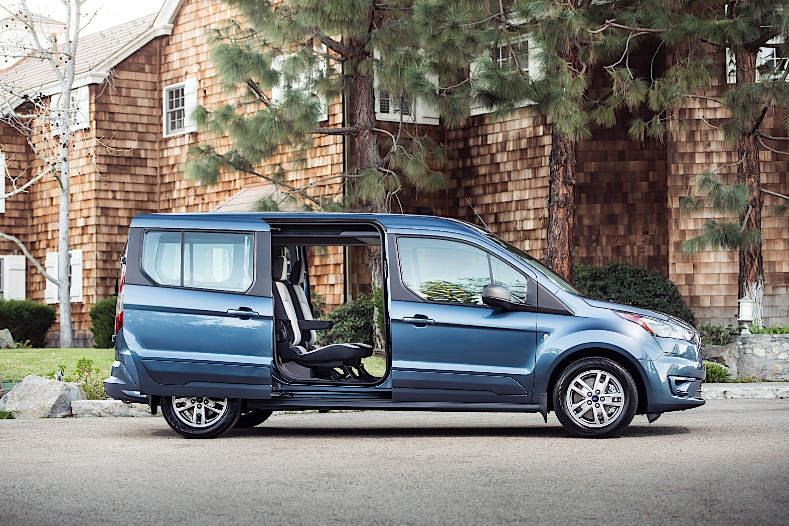 Ford Transit Connect Wagon aims at active Baby Boomers
