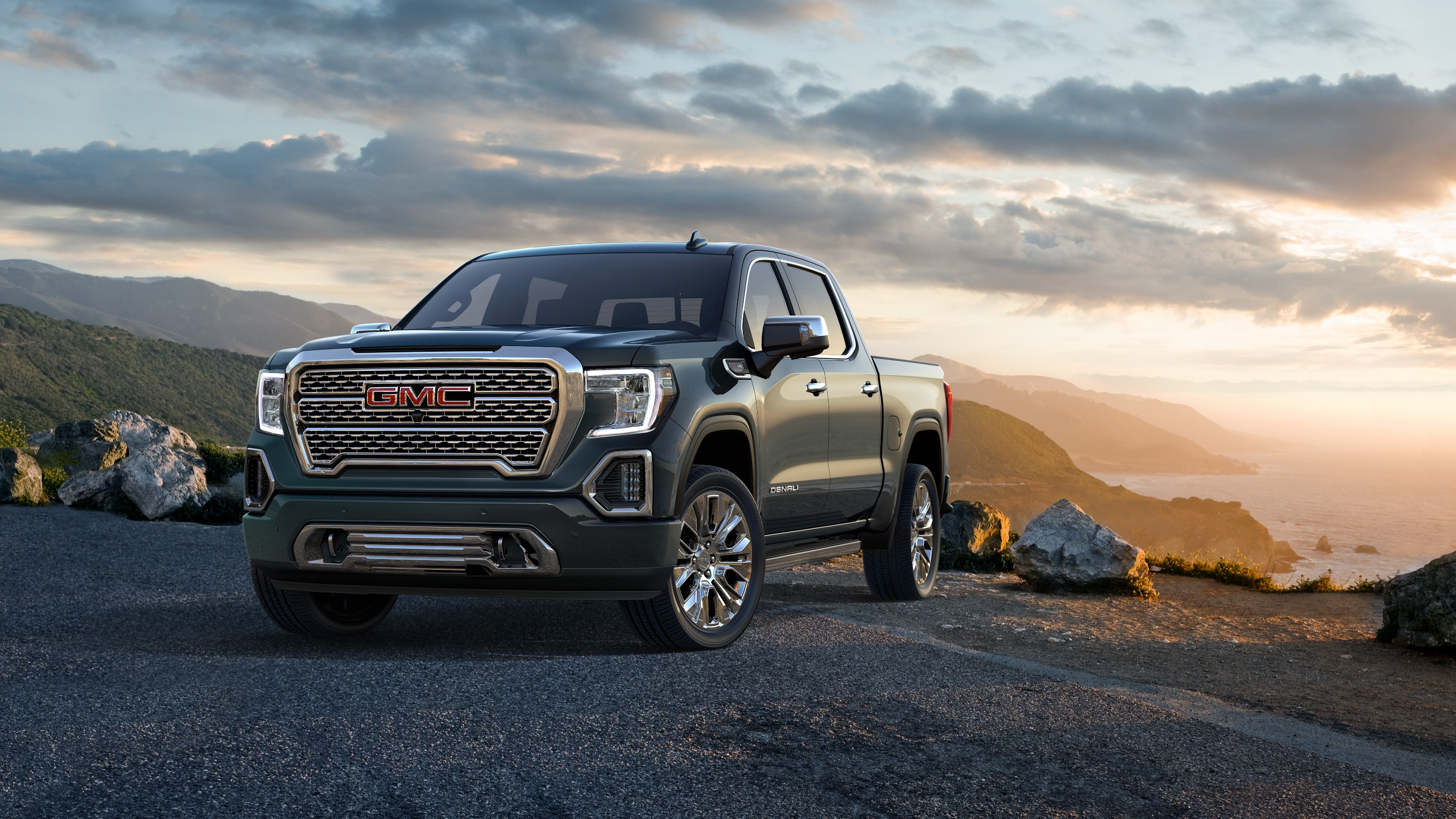 GMC Sierra revealed with CarbonPro bed and new diesel engine