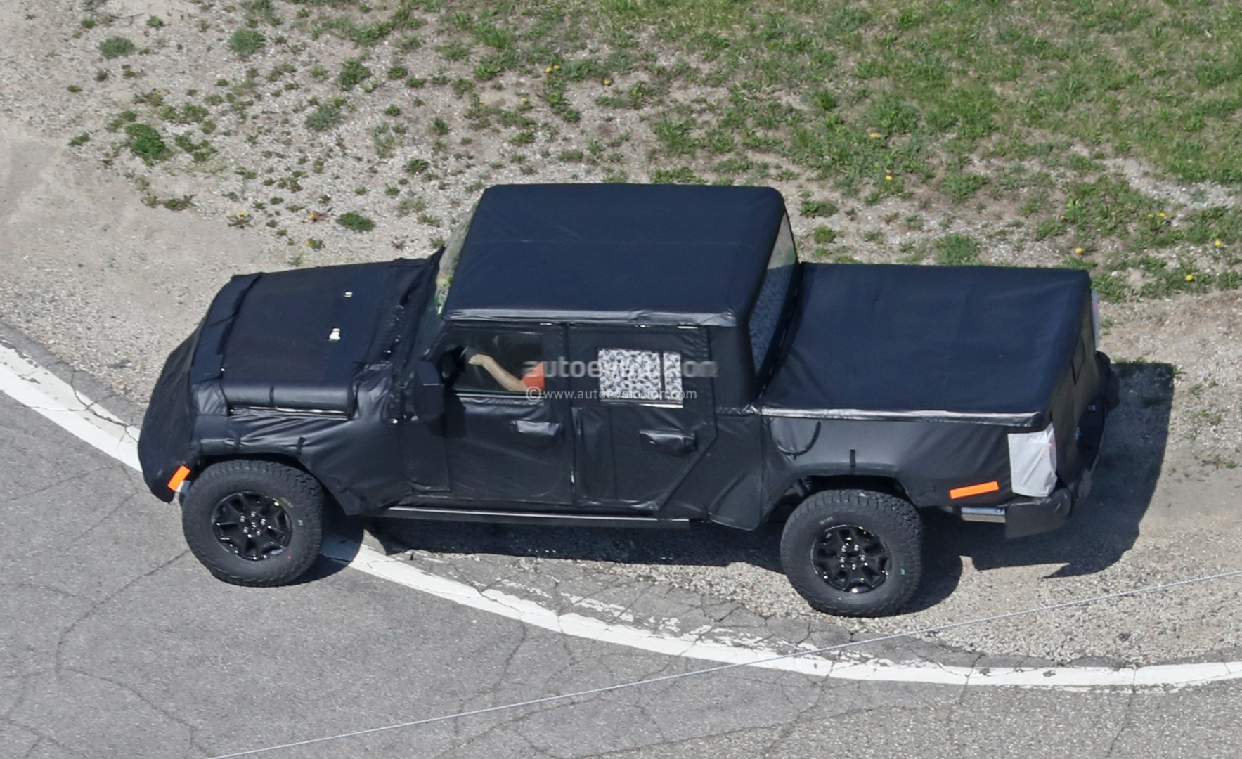 2019 Jeep Scrambler (JT) Pickup Shares Rear Suspension With Ram 1500 ...