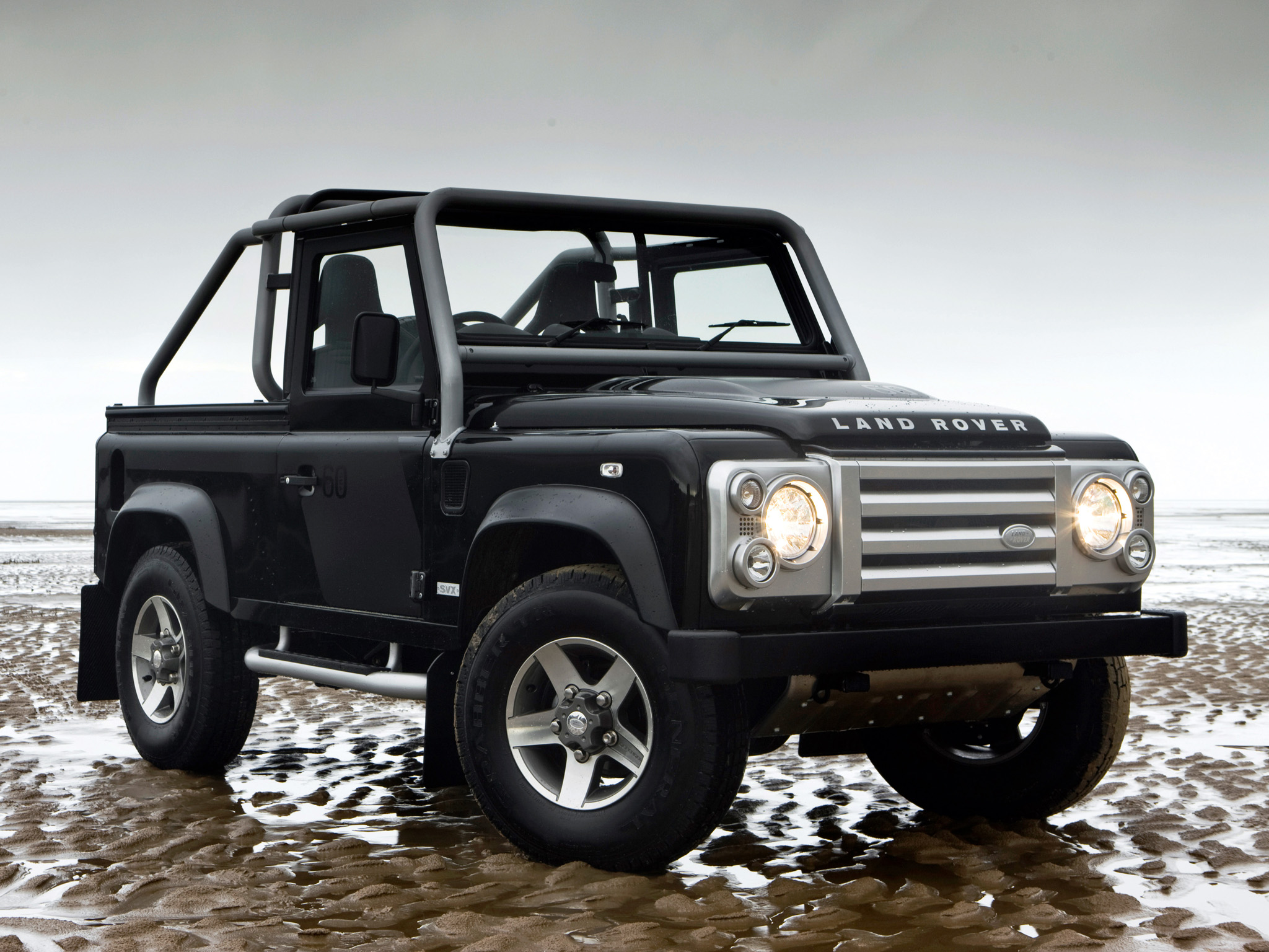 Land Rover design boss wary over copycats