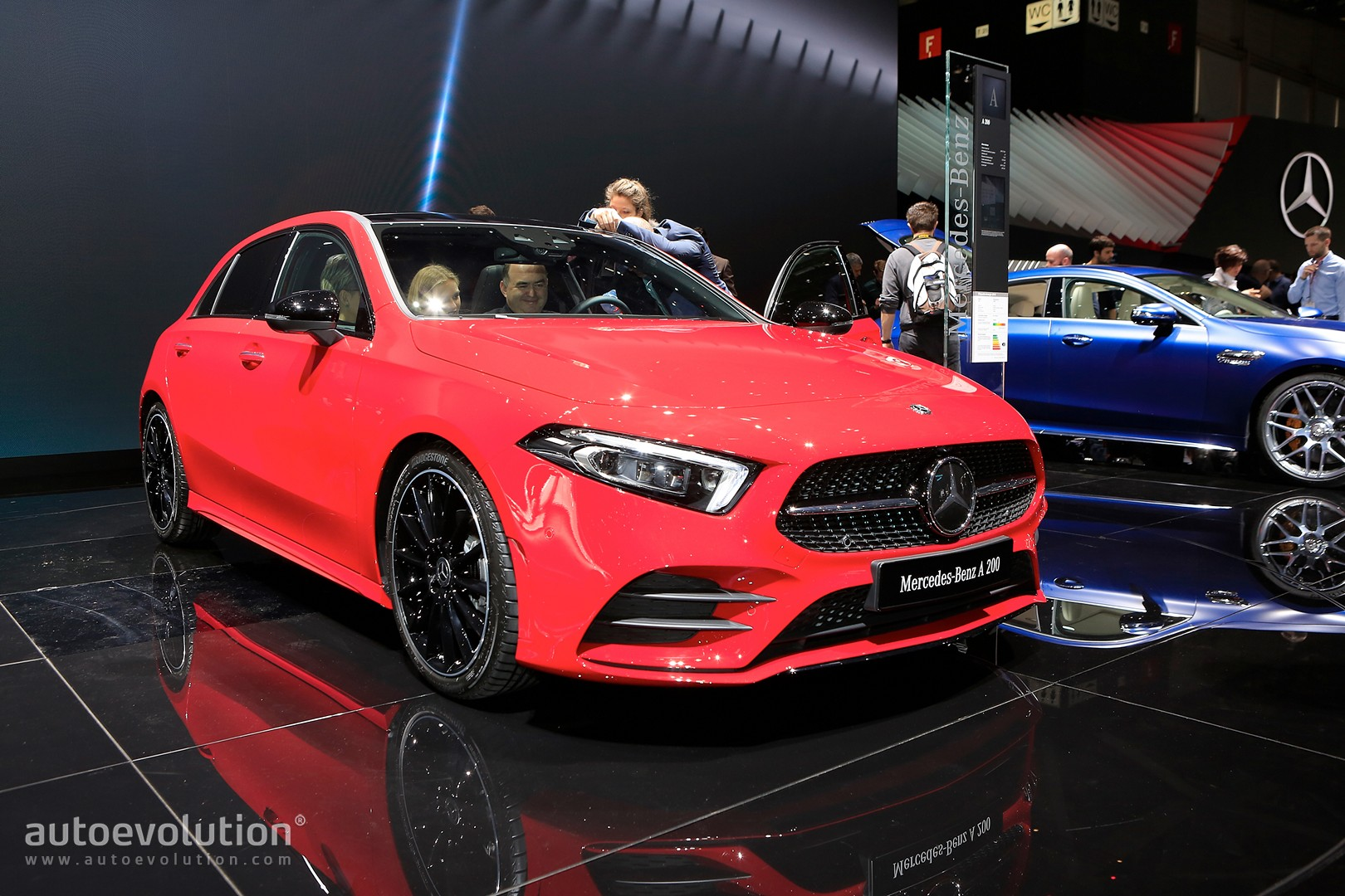 2019 mercedes benz a class redefines the premium compact in geneva autoevolution. Black Bedroom Furniture Sets. Home Design Ideas
