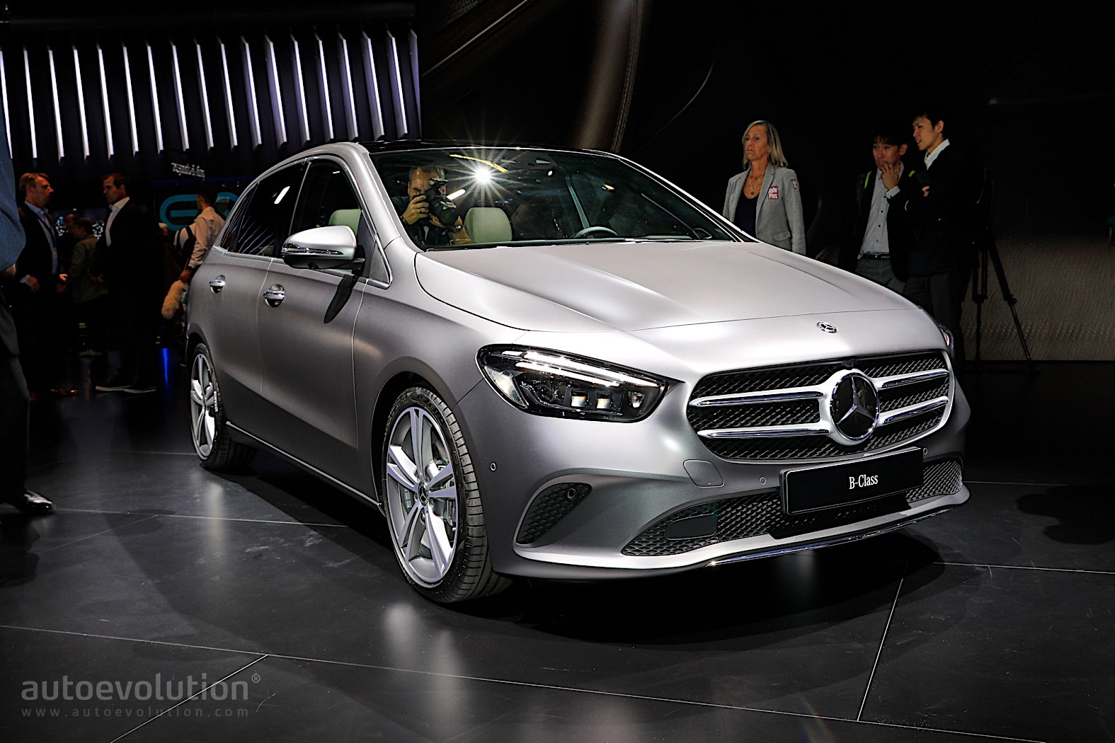 2019 mercedes benz b class shows paris the new lines of a. Black Bedroom Furniture Sets. Home Design Ideas