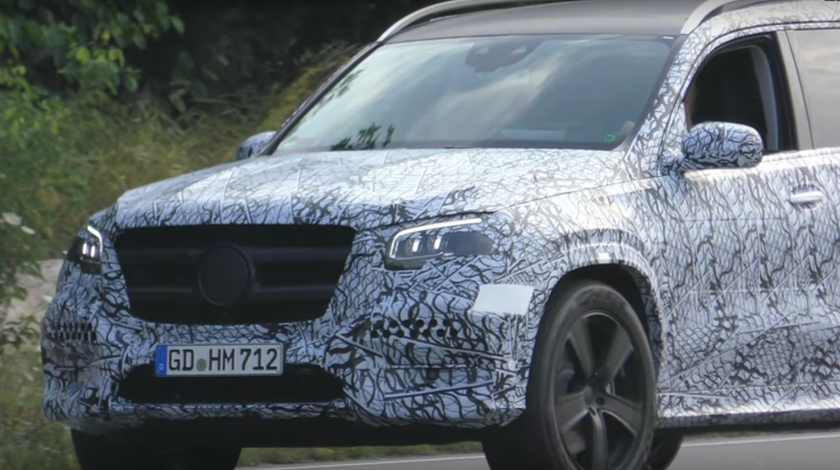 2019 mercedes benz gls class spied in traffic blinks its