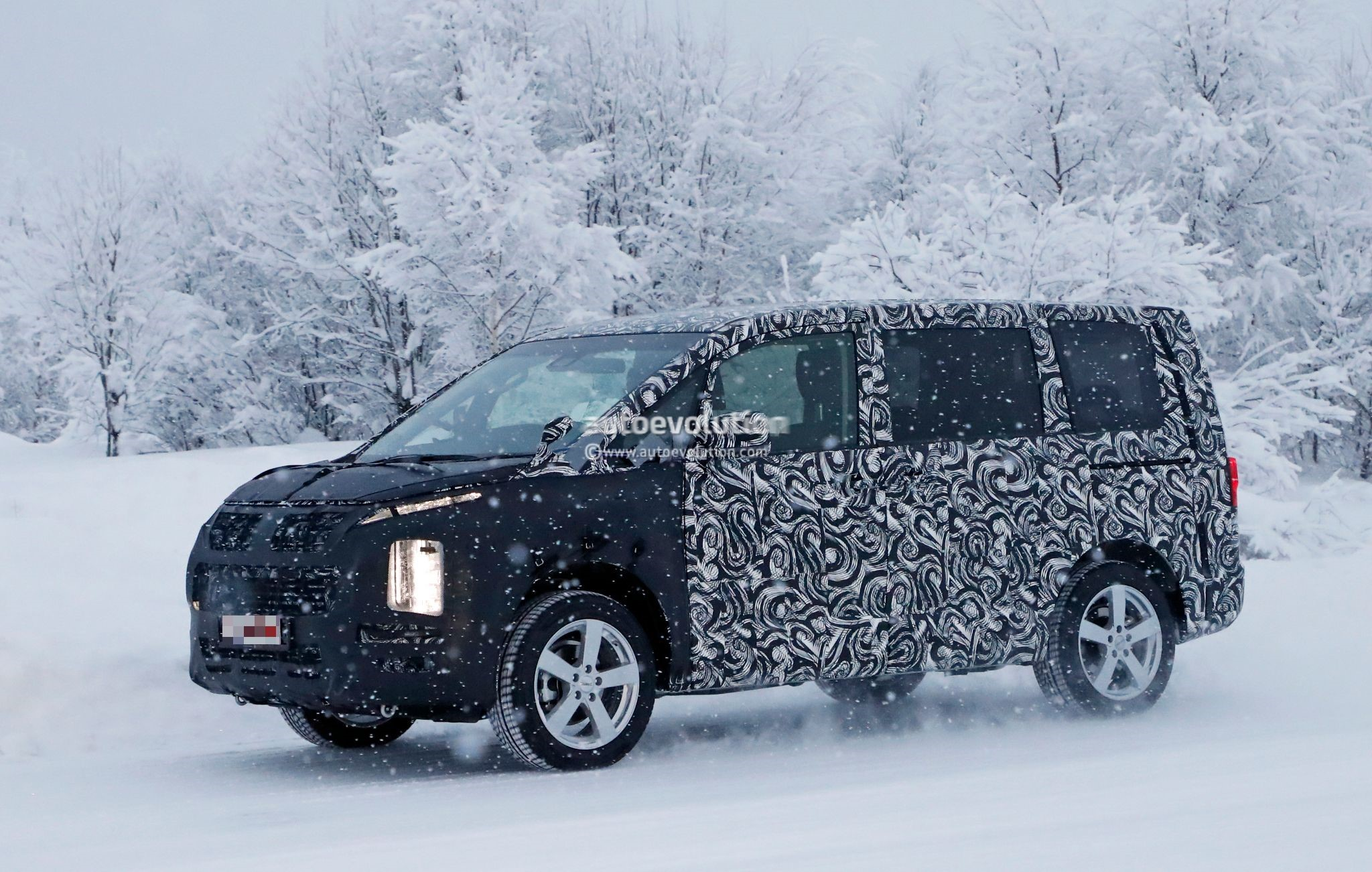 2019 Mitsubishi Delica Spied, Borrows Styling Cues From ...