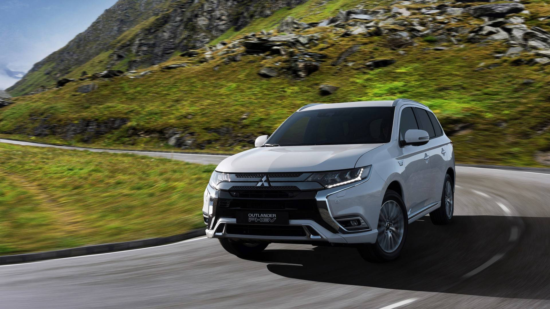 2019 Mitsubishi Outlander PHEV Upgrades To 2.4-liter ...