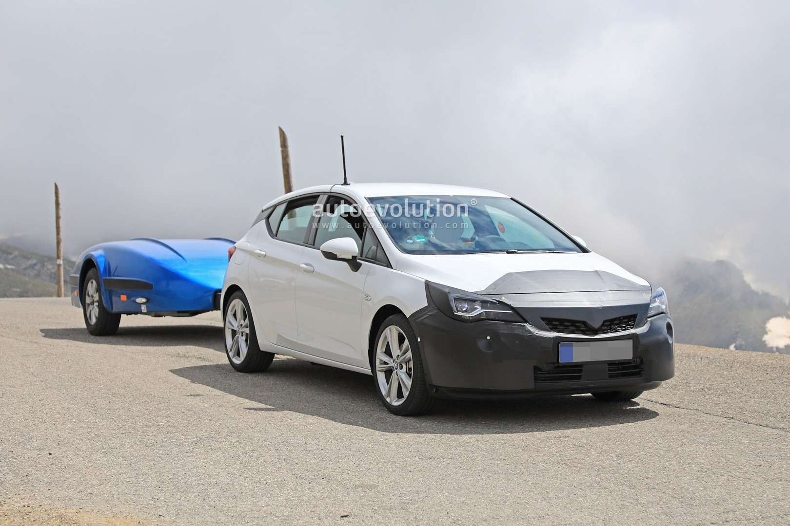 2019 Opel Astra Facelift Spied Doing Some Towing ...