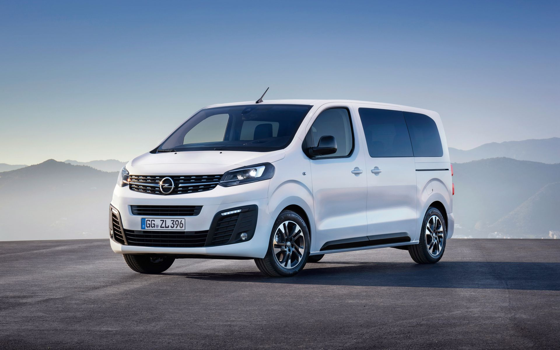 2019 opel zafira life vauxhall vivaro life revealed ev. Black Bedroom Furniture Sets. Home Design Ideas