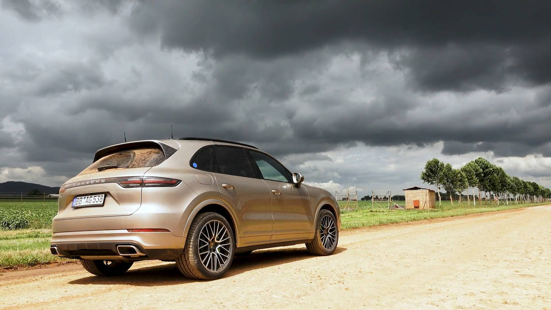 2019 porsche cayenne e-hybrid prepares for debut - autoevolution