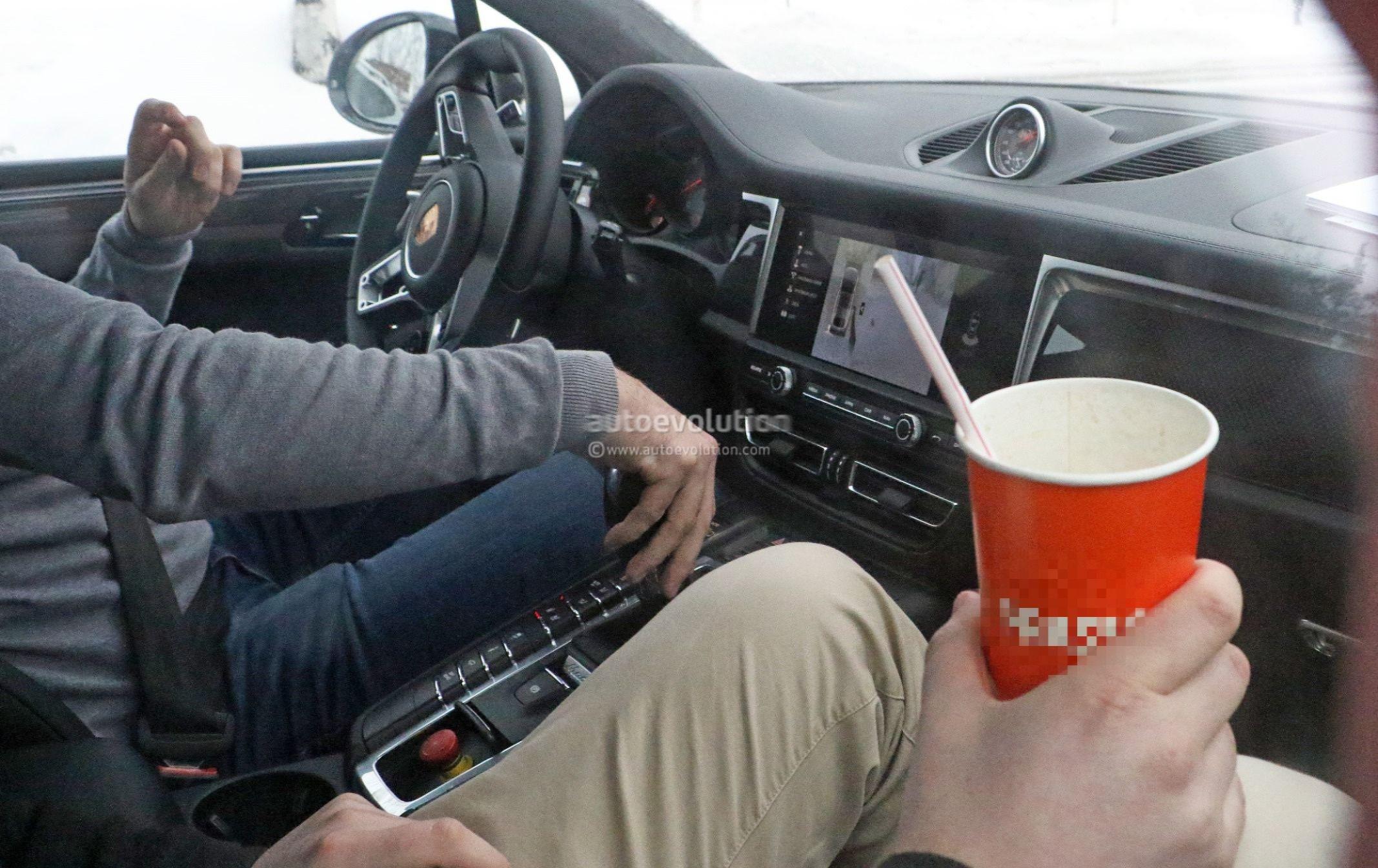 Spyshots 2019 Porsche Macan Facelift Shows Off Interior Design Autoevolution