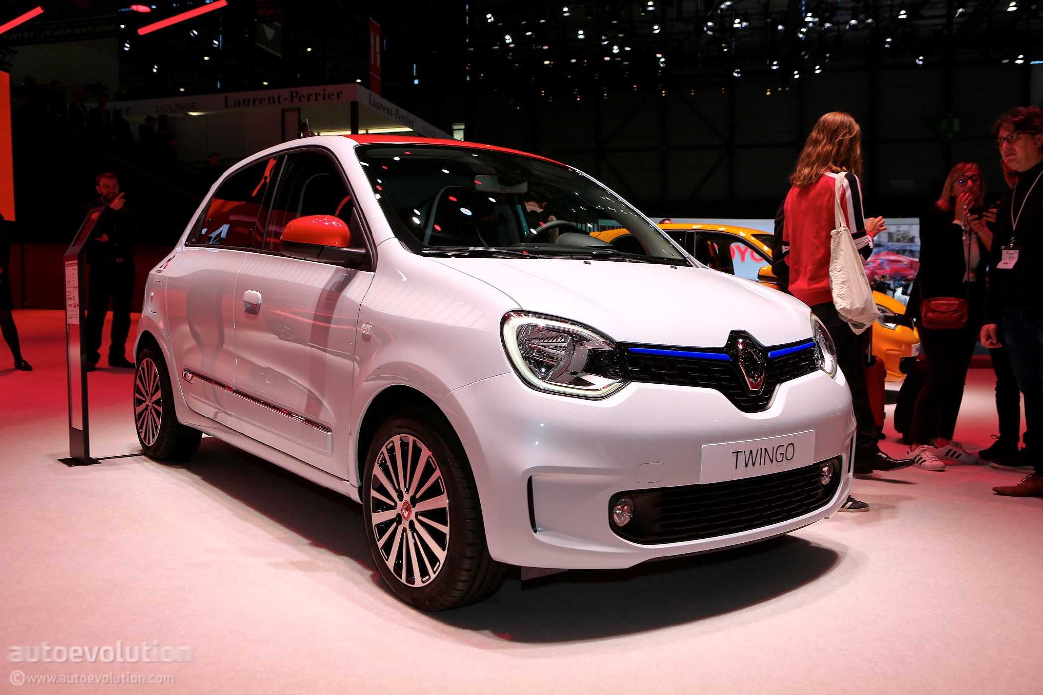 Geneva Auto Sales >> 2019 Renault Twingo Shows Up In Geneva As Sales Continue To Plunge