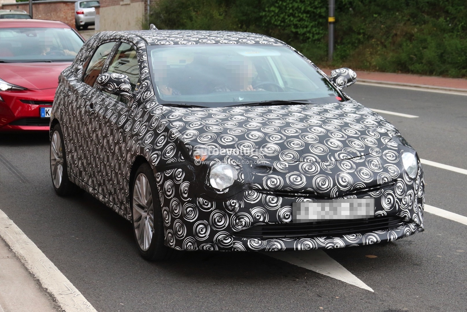 2019 toyota corolla hatchback spied with production body shell autoevolution