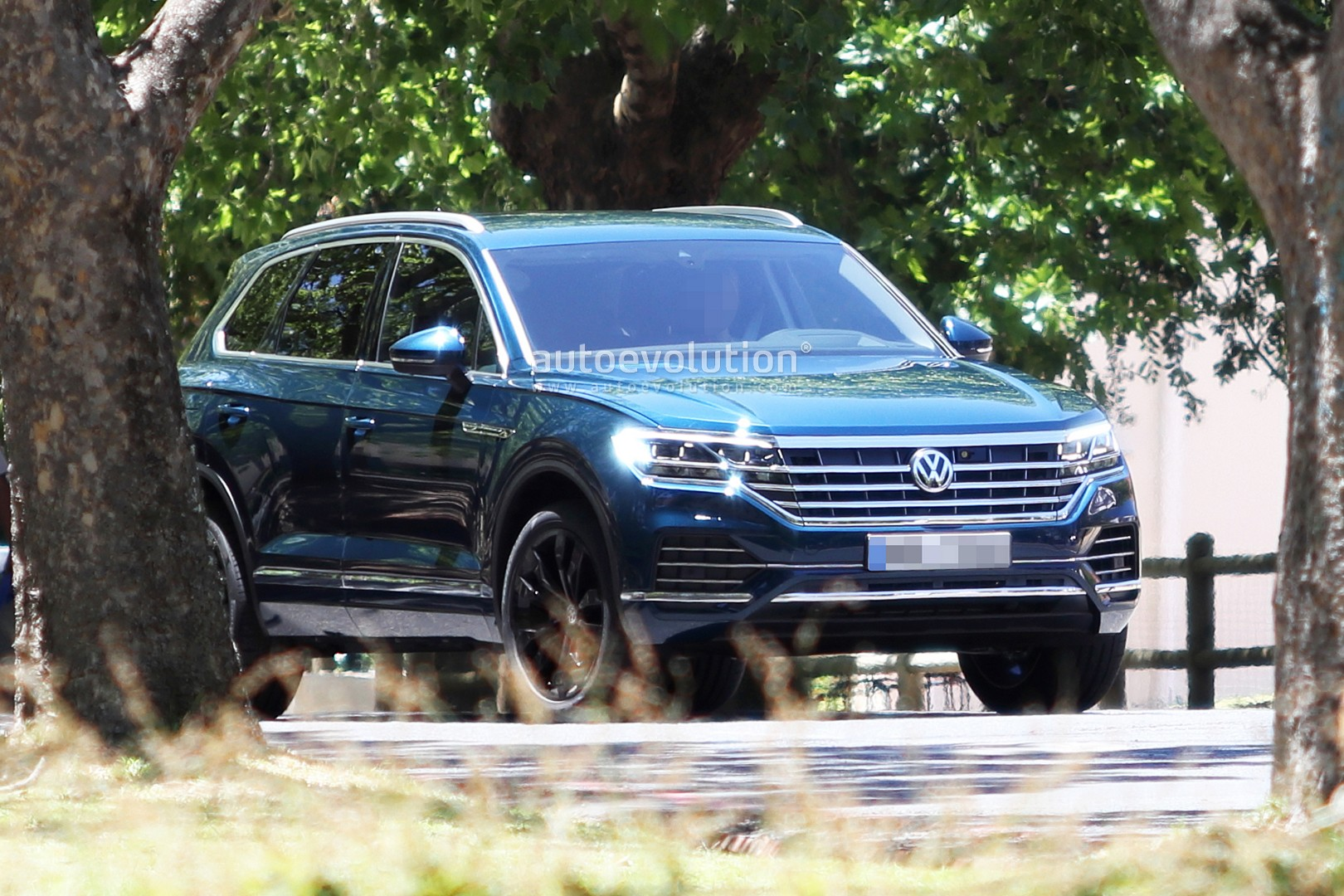 2019 Volkswagen Touareg Revealed In Full By Latest Spy Photos