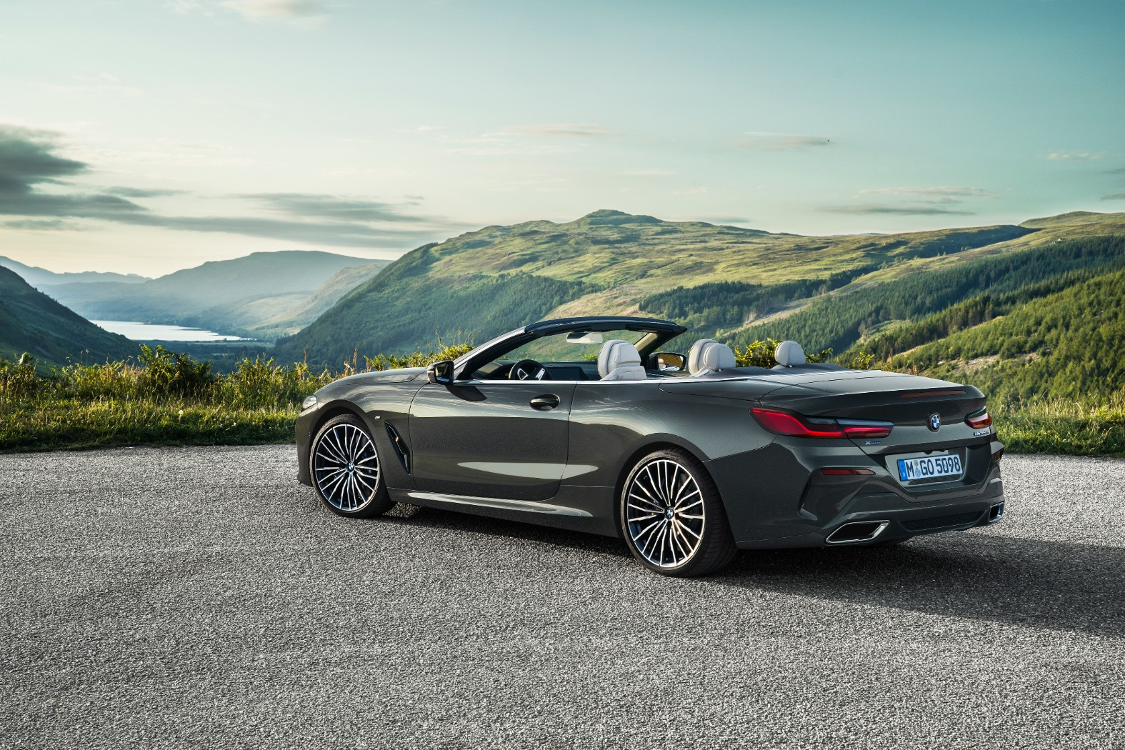 BMW 8 Series Convertible videos highlight the M850i