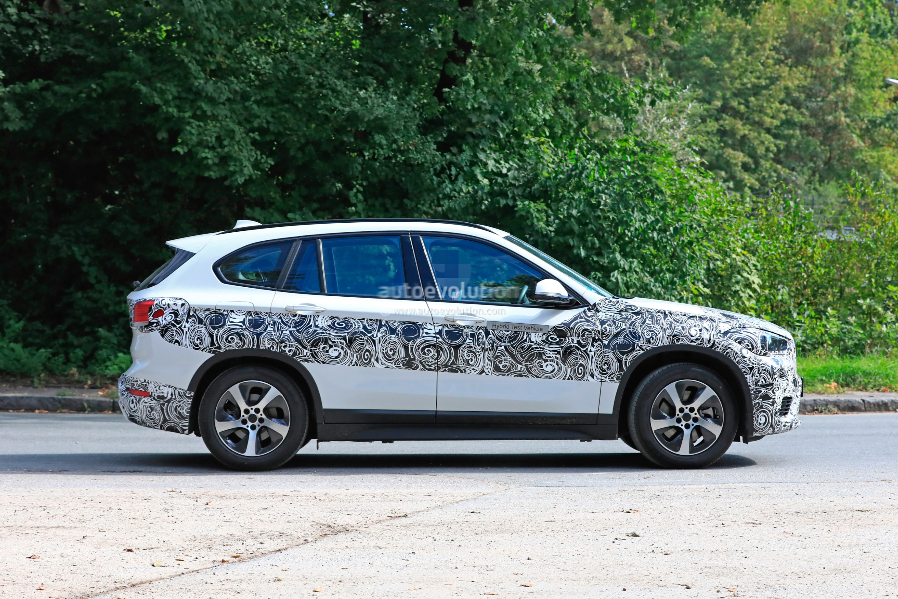 2020 BMW X1 xDrive 25e iPerformance Spied With Eco-Friendly