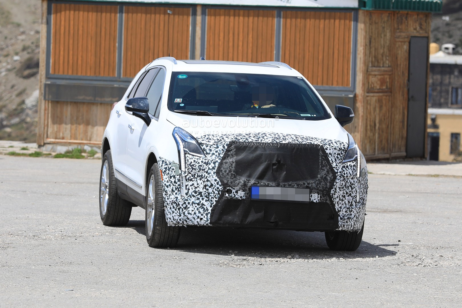 Spyshots 2020 Cadillac Xt5 Facelift Prototype Caught In Europe