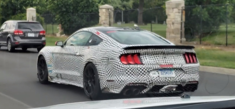 2020 Ford Mustang Shelby GT500 Prototype Reveals Track Package Spoiler - autoevolution
