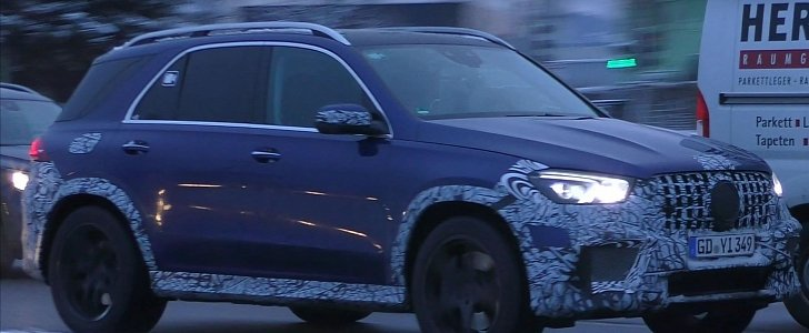 2020 Mercedes-AMG GLE 63 S Looks Mature in Blue