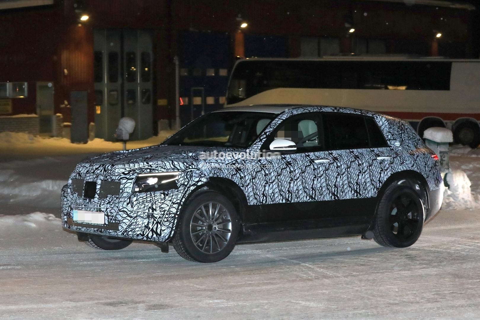 2020 Mercedes Benz Eqc Electric Suv Makes Spyshot Debut Prototype Looks Sleek Autoevolution