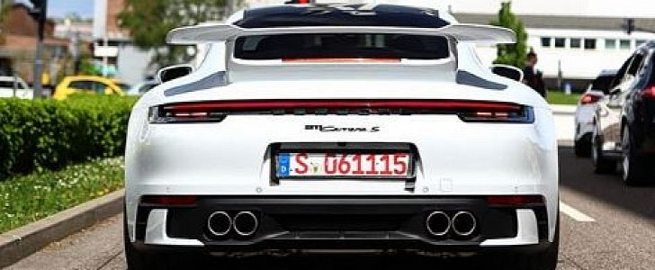2020 Porsche 911 Carrera Aerokit Spotted in Traffic, Looks Amazing