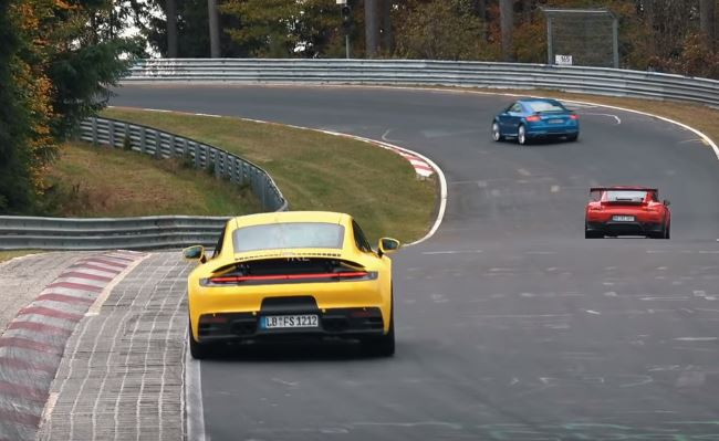 2020 Porsche 911 Chases Gt2 Rs Mr On Nurburgring The Speed Is Staggering Autoevolution