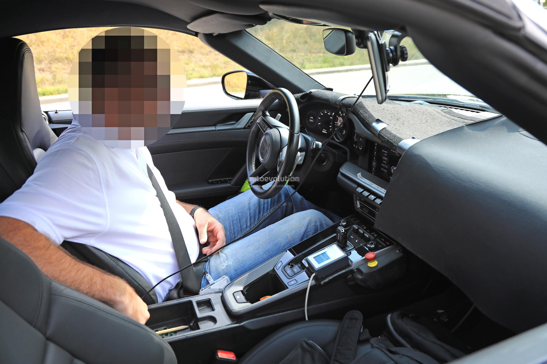 2018 - [Porsche] 911 - Page 8 2020-porsche-911-has-a-wet-driving-mode-naked-prototype-reveals-128304_1