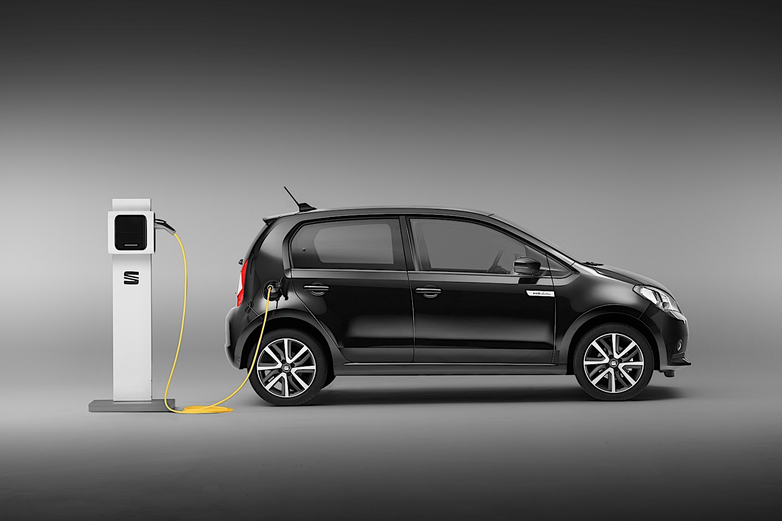 Lithium Ion Car Battery >> 2020 SEAT Mii Turns Full Electric, Details Released ...