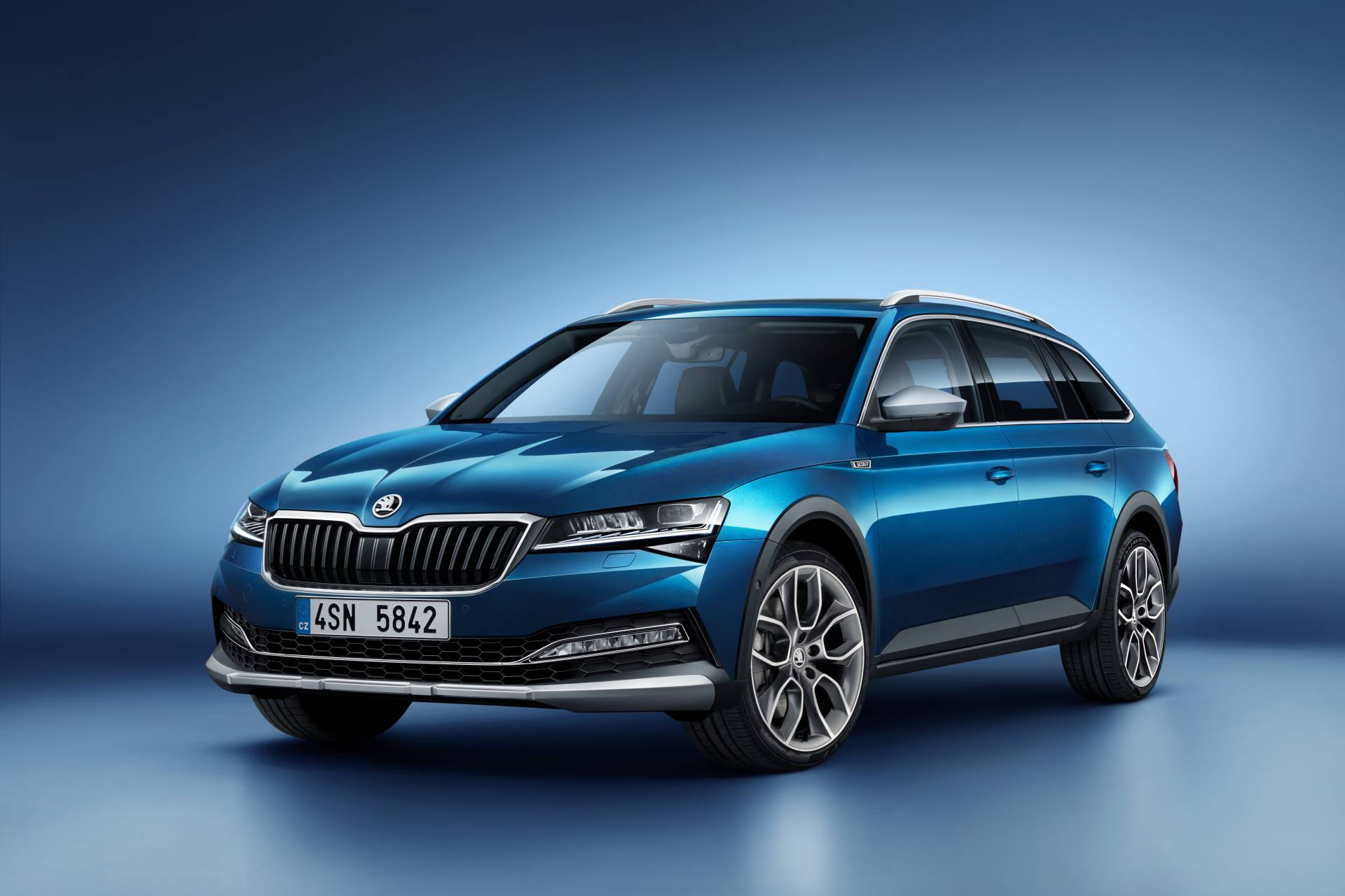 Skoda Superb revealed as a plug-in hybrid