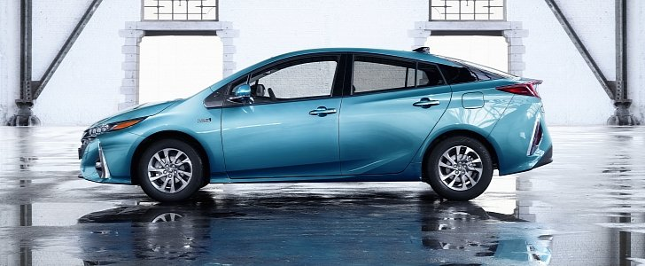 2020 Toyota Prius Prime Adds 5th Seat, Apple CarPlay