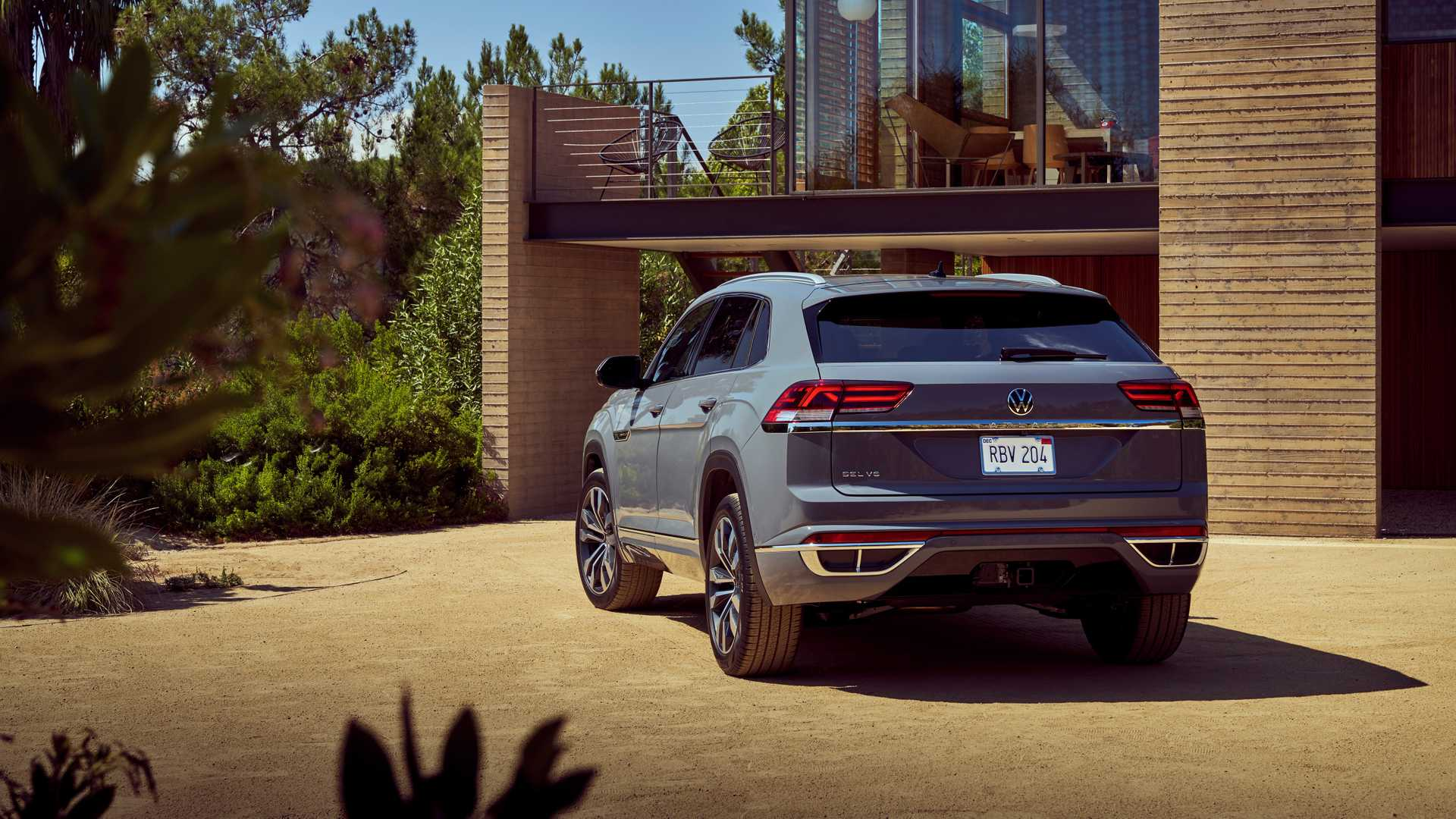 2020 Volkswagen Atlas Cross Sport Revealed With Bling Bling Exhaust Finishers Autoevolution